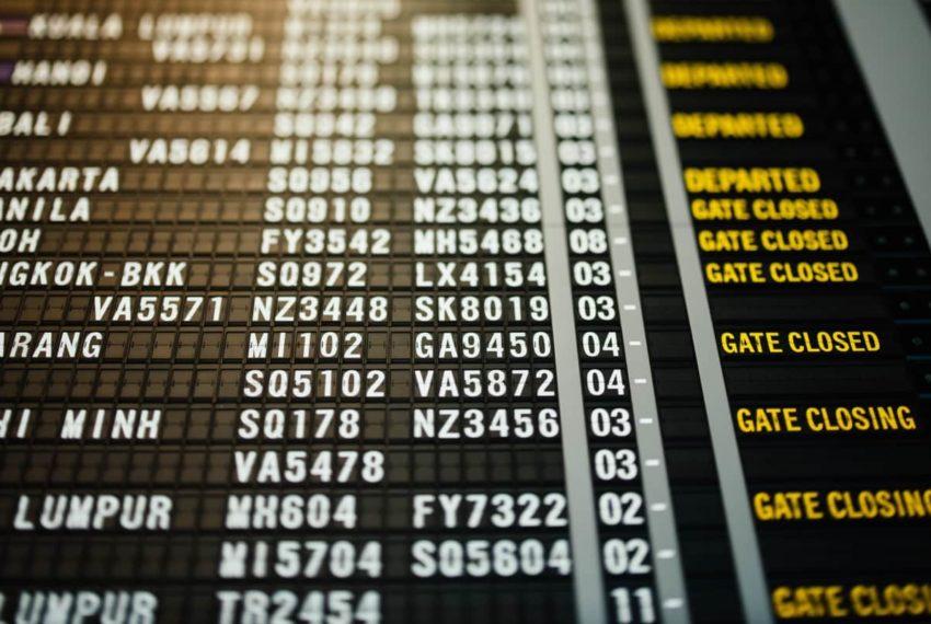 Panneau d'affichage des portes de l'aéroport de Corvera