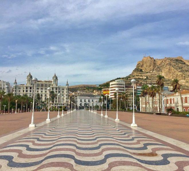 Promenade reflétant la qualité de vie en Espagne