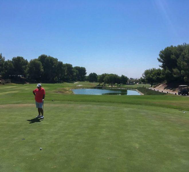 Lo Romero Golf : Par 3, 12ème trou depuis l'arrière du green se retournant sur l'aire de départ